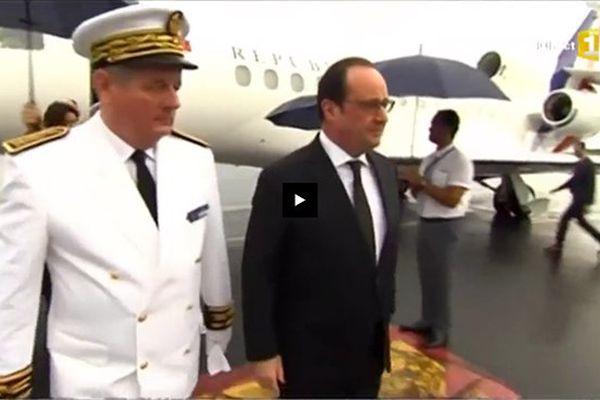 Visite François Hollande - arrivée à l'aéroport de Wallis