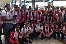 La délégation calédonienne des U17 à l'aéroport de Guwahati.