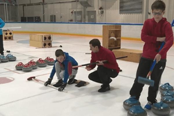 Opération découverte et formation au club de curling de Saint-Pierre
