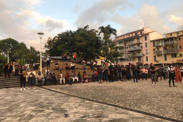 Des dizaines de manifestants ont répondu à l'appel