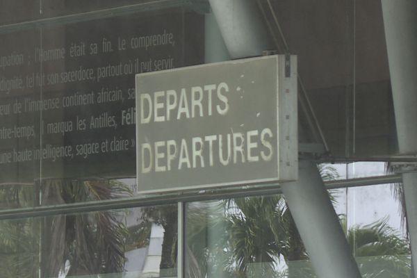 Zone départ aéroport Félix Eboué