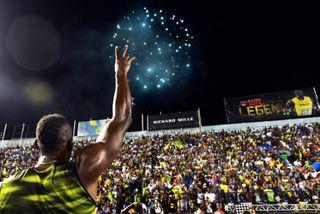 Usain Bolt salue la foule