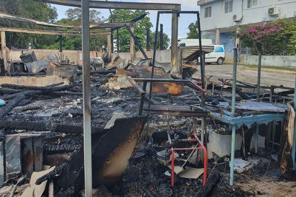 Un incendie ravage un bâtiment désaffecté de la Fédération des Œuvres Laïques à Fort-de-France