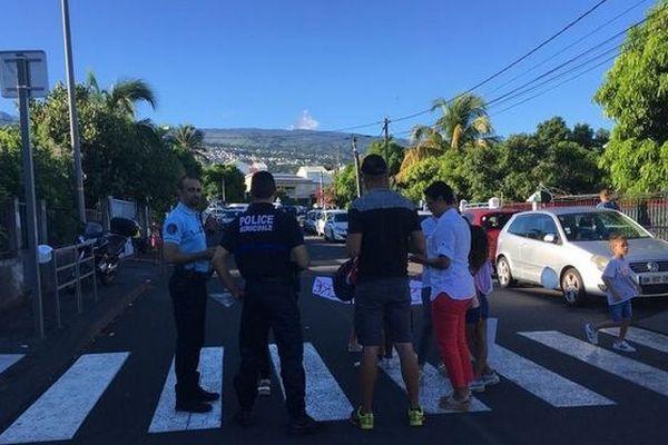 Police municipale de La Possession rencontre les parents d'élèves de l'école Lapierre