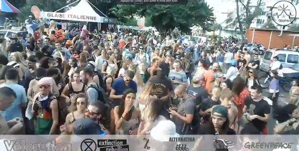 Rassemblement de foule à Saint-Pierre