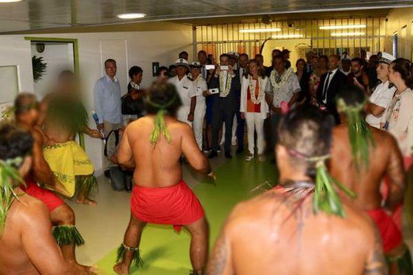 Prestation de haka pour la Ministre de la Justice à Tatutu