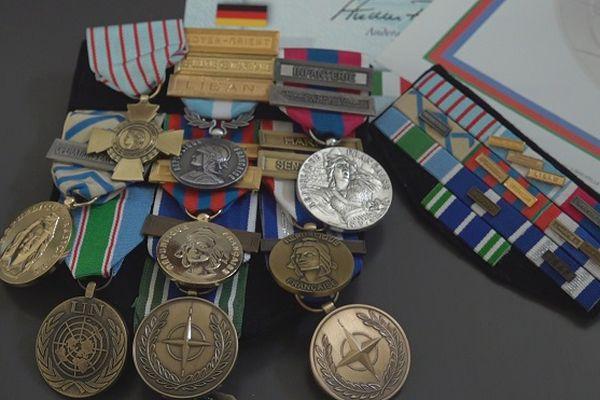 Les décorations militaires de Léandre, militaire réunionnais parti en Afghanistan