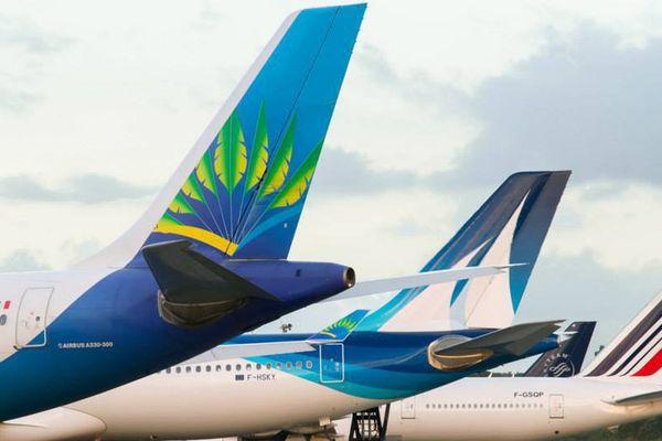 Avions sur la piste de Pôle Caraïbes