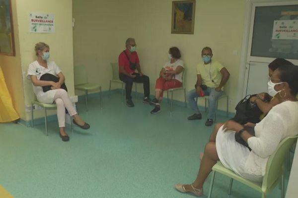 Salle d'attente pour la vaccination