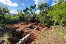 La canalisation entre la station de traitement du mont Té et l'usine de Doniambo s'est déboitée.