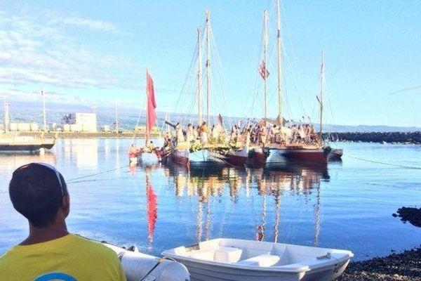 Hokule'a dans le port de Hilo