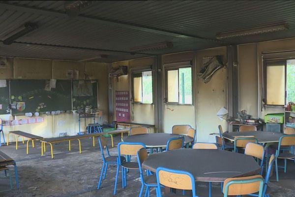 Ecole élémentaire à Saint-Laurent du Maroni