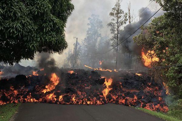 Hawaï : 10 fissures comptabilisées projetant de la lave