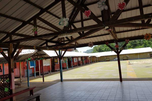 Réfectoire de l'école de Mont-Lucas à Cayenne