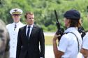 Honneurs militaires, accueil des parlementaires mais pas de discours : à peine arrivé en Guyane, Emmanuel Macron part pour Maripasoula