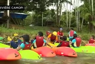 la mise à l'eau des canoës-kayaks à Camopi
