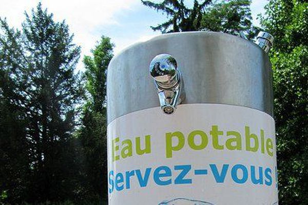 Borne d'eau potable