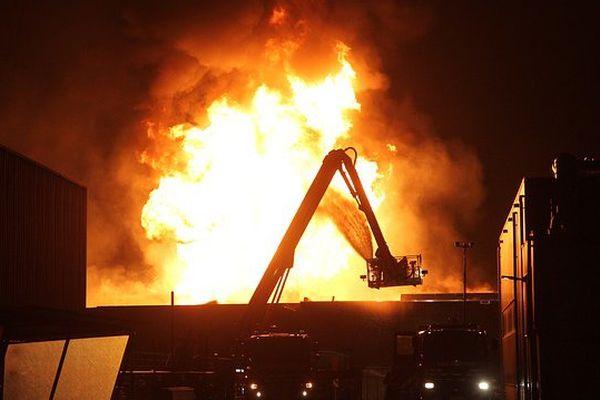 Un gigantesque incendie ravage l'Etat de Californie