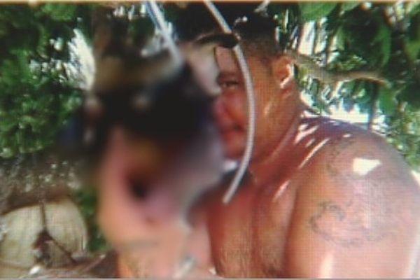Selfie chien tué Maupiti