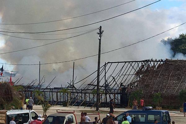 Incendie à Bora Bora sur le site du Heiva