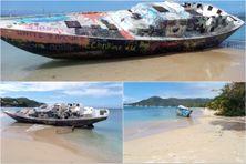 """L'épave """"Miss Carol"""" échouée sur la plage de la Pointe-Marin à Sainte-Anne depuis septembre 2017, lors de l'ouragan Maria."""