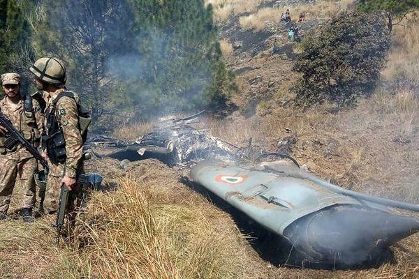 Cachemire: l'Inde dit avoir abattu un avion pakistanais, un avion indien abattu par le Pakistan