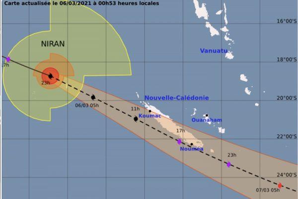 Cyclone Niran, trajectoire estimée samedi à minuit 53, recadé