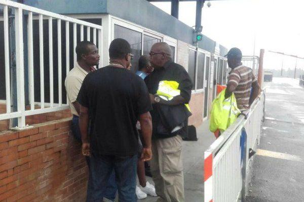 Le port de Dégrad-des-Cannes bloqué ce mercredi