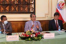 Autour du président Fritch, le vice-président Alpha et le ministre de l'Economie Raffin.