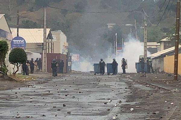 gendarmes lèvent un barrage à Kawéni