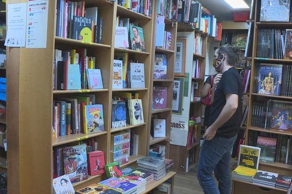 Plus beaucoup de manuels parascolaires