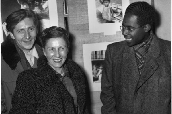 Aimé Césaire et Denise Colomb à la librairie Le Minotaure à Paris, en 1949