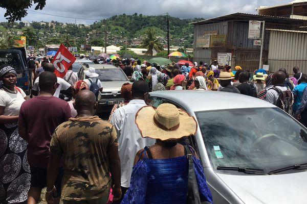 La marche pour la sécurité dans la grande rue de Kawéni