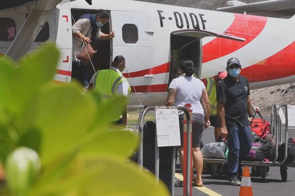 tahiti air charter / avion Marquises