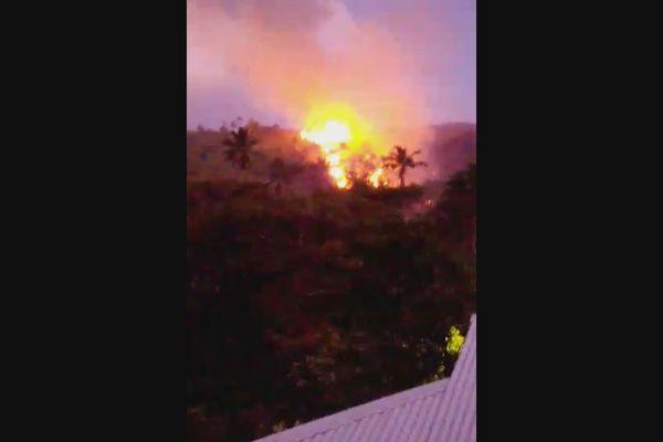 La vallée de Hane à Ua Huka en proie aux flammes