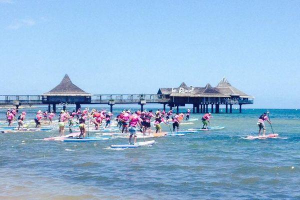 Le départ de la Pro Cup de stand up paddle à Nouméa