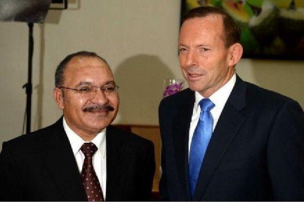 Tony Abbott et Peter O'Neill à Port-Moresby, en mars 2014