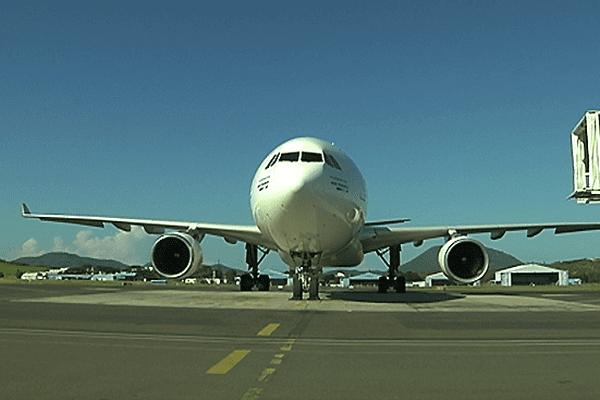 Avion aircalin au sol
