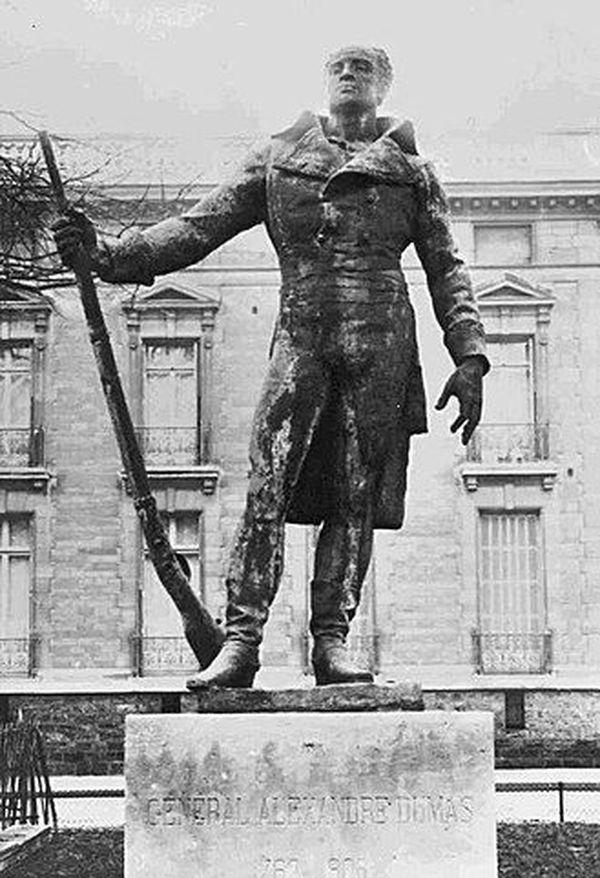 statue du général Dumas
