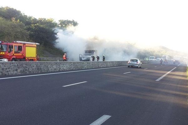 incendie fourgon route des Tamarins