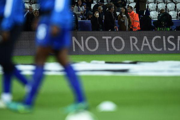 Racisme football