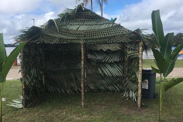 """Carbet traditionnel bushinengué construit à l'occasion de la première édition de journée """"N'Djuka Sama Njang Njang"""""""
