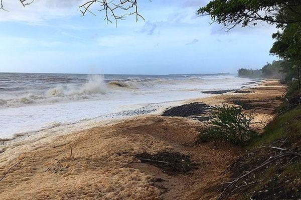 Écume de mer sur Saint-Paul mars 2018 Dumazile