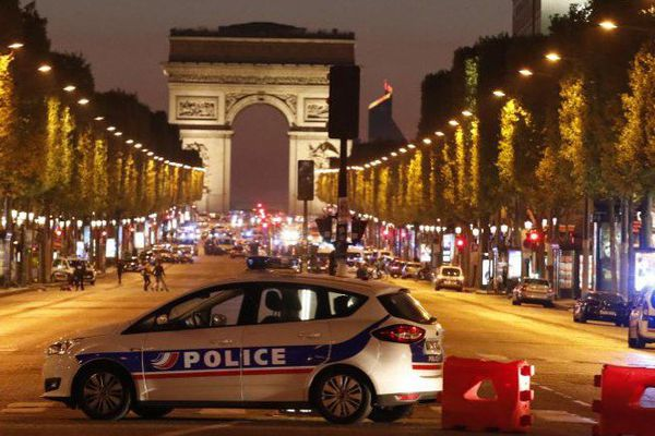 Le quartier des Champs Elysées partiellement bouclé