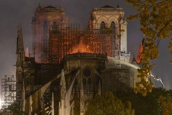 Notre-Dame de Paris ravagée par les flammes, lundi 15 avril.