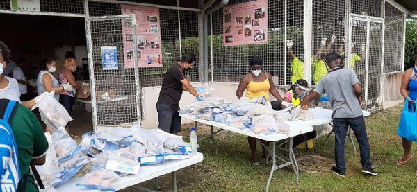 Distribution de poissons à Saint-Georges