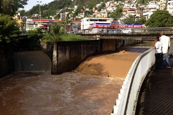 Rivière en crue Martinique
