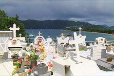Au cimetière de Sainte-Anne, les tombes se refont une beauté.