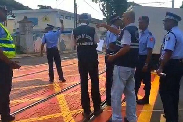 Policiers sur les lieux de l'accident mortel de Barkly à Maurice février 2020