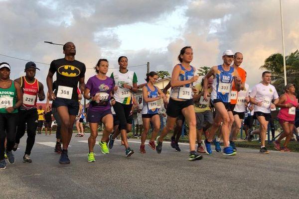 Départ du 5ème marathon Coeur des Savanes